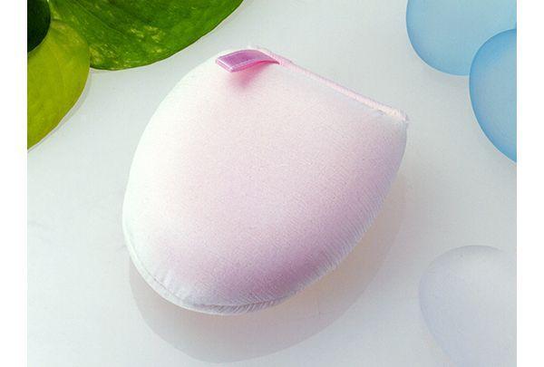 泡繭はきめ細かな泡で洗顔していただくための泡立てパフです。