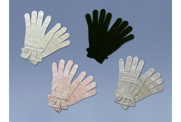ひとり娘は指先の保湿を取り戻す手助けをする就寝時に着用する保湿&保温用の手袋です。