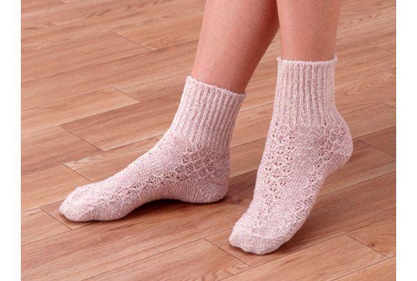 夢物語りは寒さやエアコンによる冷えから足・指先を守り、安眠・熟睡に誘うおやすみ用靴下です。